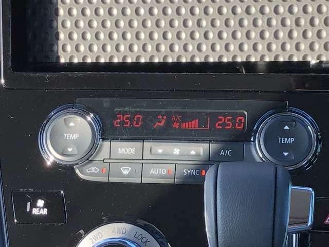 運転席側と助手席側を別々に温度設定可能なフルオートエアコンです