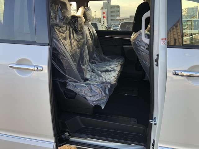 セカンドシートは8人乗り仕様のベンチシートになってます。