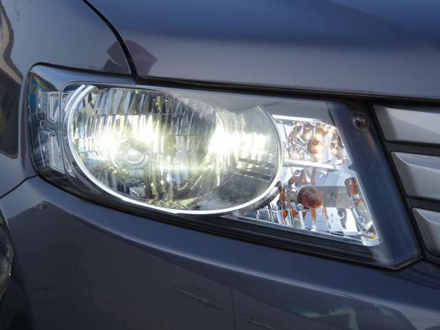 ≪ディスチャージヘッドライト≫ 夜道を明るく照らし、夜間走行も安心・安全です! 見た目もキレイです♪