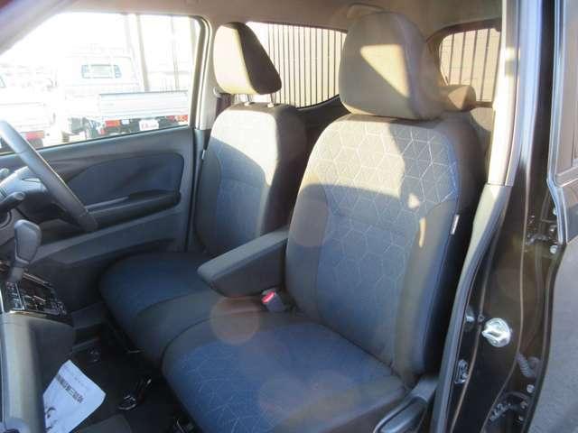 寒い日も快適。運転席と助手席にシートヒーターを装備