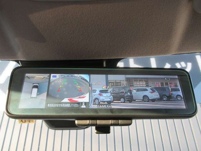 デジタルルームミラー(マルチアラウンドモニター付き。運転席から視認しにくい左前方へ車両後方など周囲の安全をしっかり確認しながら駐車を行うことができます。