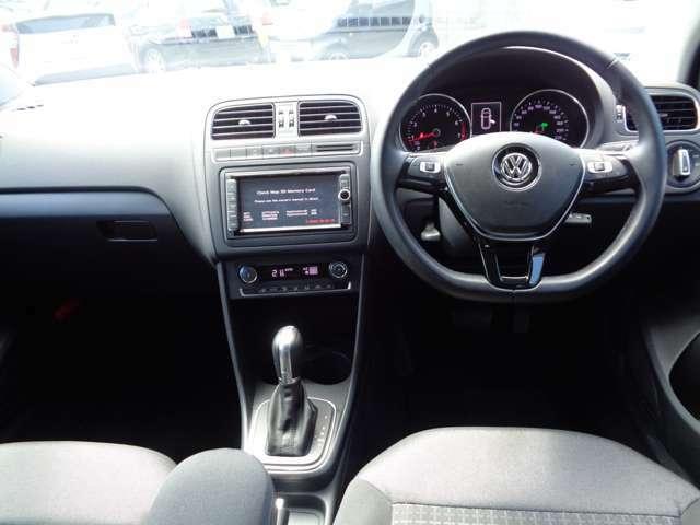 横滑り防止機能 ABS 両席、サイドエアバックの安全装備
