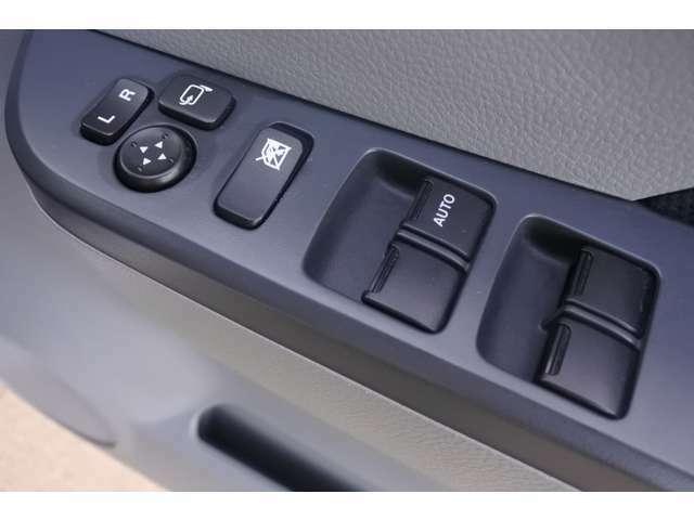 電動格納ミラーで、サイドのミラーの開け閉め楽々!!角度調整もバッチリできます♪♪お電話での問い合わせは0066-9711-135728(無料)です♪お気軽にどうぞ♪♪