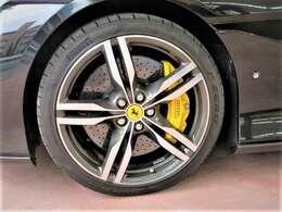 20AWフォージドダイヤモンドフィニッシュ マグネライドサスペンション イエローキャリパー カーボンセラミックブレーキ