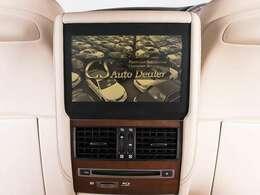 人気装備のリアエンターシステムを装着!ワイド画面のモニター搭載!!さらにマークレビンソンプレミアムオーディオ、地デジ、DVD機能もセットオプションにて完備しております。