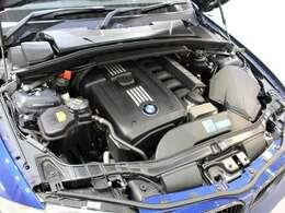 綺麗なエンジンルームです。3000ccエンジン☆エンジンは高回転までしっかり吹け上がり、アイドリングも一定となっております。非常に良好です。■走行管理システムもチェック済みとなっております!