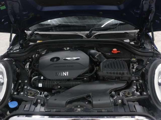 2000ccツインターボエンジンでございます。MINIってかわいいだけなんじゃ...違います。走りの面でも任せて下さい。しっかりとこだわっています。