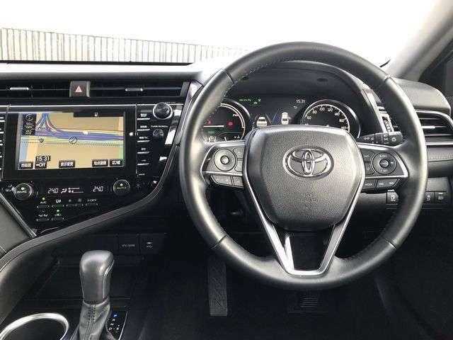 黒を基調とした高級感の有る運転席まわり!