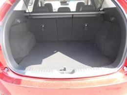 SUVはラゲッジスペースも拘りたいですよね。広くて使いやすいCX-5です。