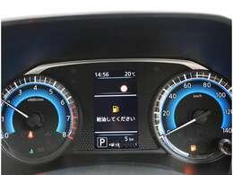 カラフルで見やすい4.2インチディスプレイを採用。「タイヤアングルガイド」など、様々な車両情報にすばやくアクセス可能です!