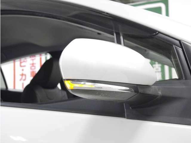 「ウインカーミラー」見た目だけでなく、対向車からの視認性の向上につながって安全度もアップ☆