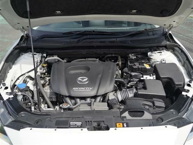 こちらのお車には、メーカーSDナビ・バックカメラ・ブルートゥース・USB・パドルシフト・ETC・スマートシティブレーキS・スマートキー・フォグ・16アルミ・プライバシーガラスが装備!