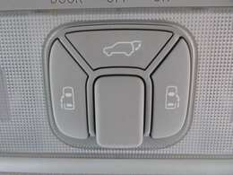 パワーバックドア&両側パワースライドドア機能♪ 天井にスイッチがついており、簡単操作で開閉が可能です♪ とても便利ですね♪