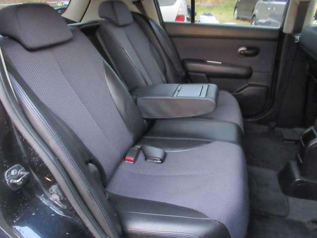 コンパクトカーながらも、しっかりと厚みのるシートとなっており、座り心地も良くフォールド感がございます!
