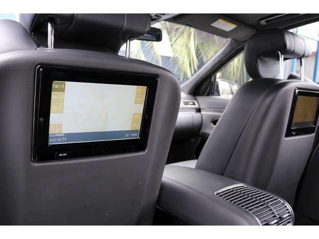 リアモニター×2装備!リア席は、広くゆったり座りながらDVD鑑賞もお楽しみいただけます。