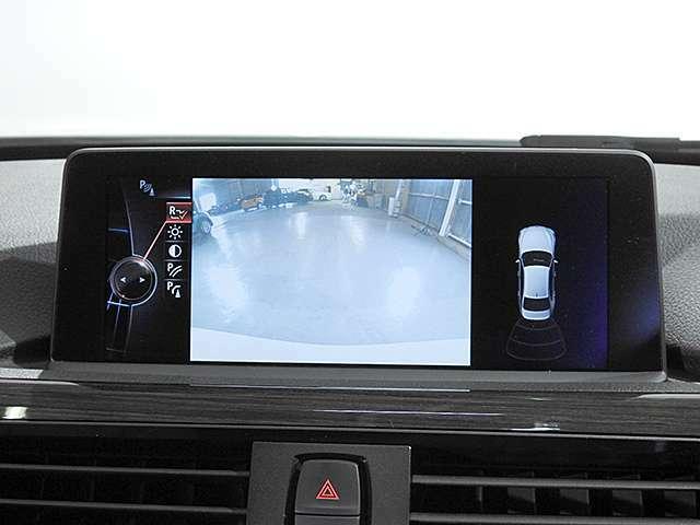 リアビューカメラと後方障害物センサー(PDC)装備で、駐車をサポート