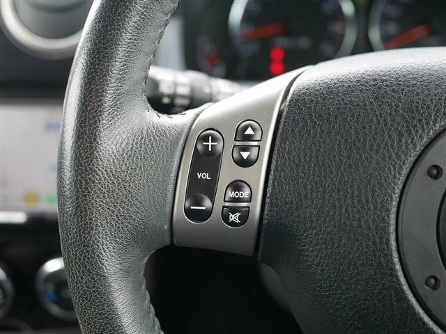 ステアリングスイッチが装備されています。ハンドルから手を放さずにオーディオの操作が出来るので安全です。