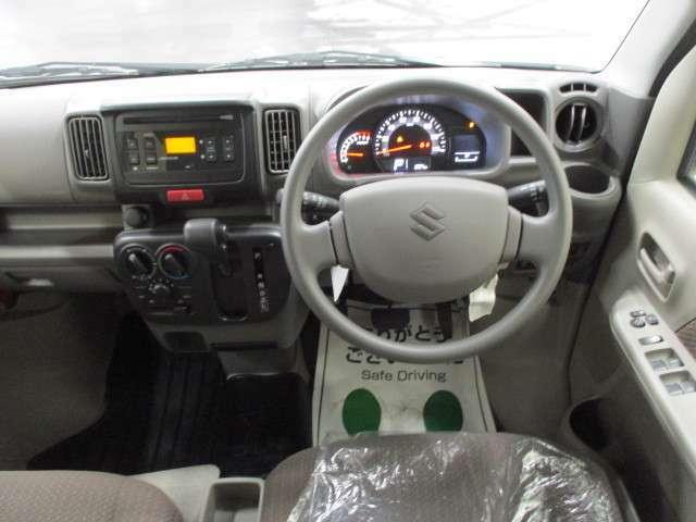 シンプルな内装で視界も広く運転しやすいです♪