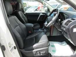 運転席、パワーシート機能付き♪ 簡単操作でお好きなポジションに合わせられます♪
