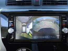 アラウンドビューモニターの表示画面です。ガイドドラインも表示されますので安心・安全な駐車ができます。