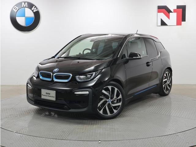 特選車♪自社下取車を中心に、安心かつ高品質なモデルを常時160~250台取り揃えています。BMW最新のCIに基づいた、天井が高く、広々としたショールームを備えていますので、ゆったりとお選びいただけます。