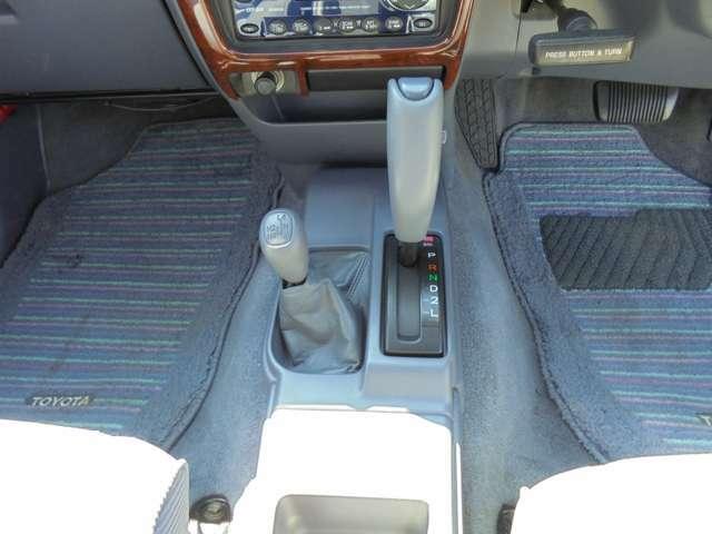 女性も安心。運転ラクラクのオートマ!2WD~4WDの切り替え可能なパートタイム4WD!