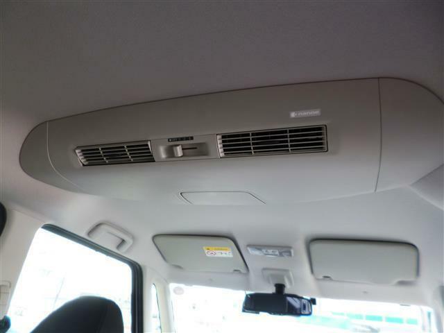 ◎天井にはリヤクラーが装備されています!!