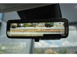 ■デジタルインナーミラーを標準装備しております。後席に人が乗車されている状態でも後方確認がしやすくなります。