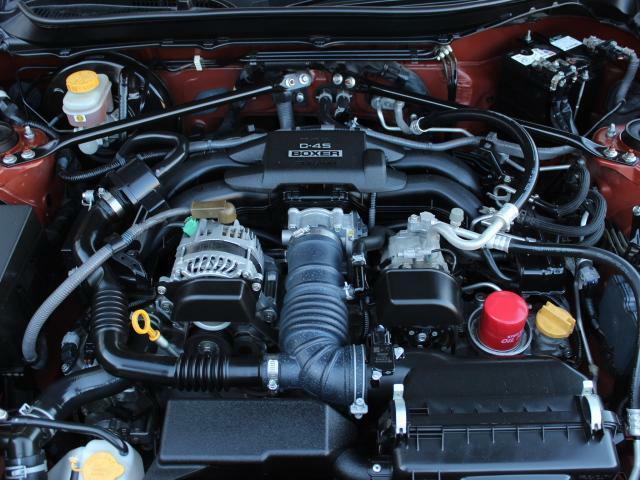 水平対向FA20エンジンはその利点を生かし低重心化しハンドリングに寄与するバランスに重きを置いた新世代のスポーツカーエンジン!もちろんNA独特の乾いたサウンドは気持ちいいですよ♪