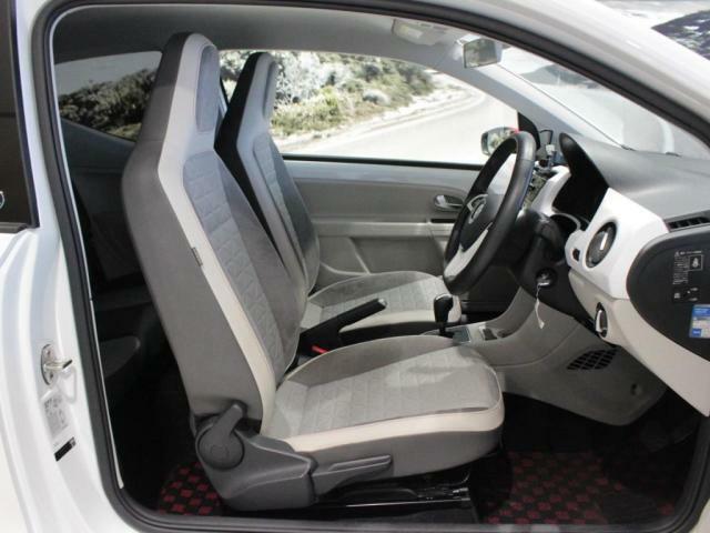 リフト機能付きのシートは、お好みのシートポジジョンをお選びいただけます。