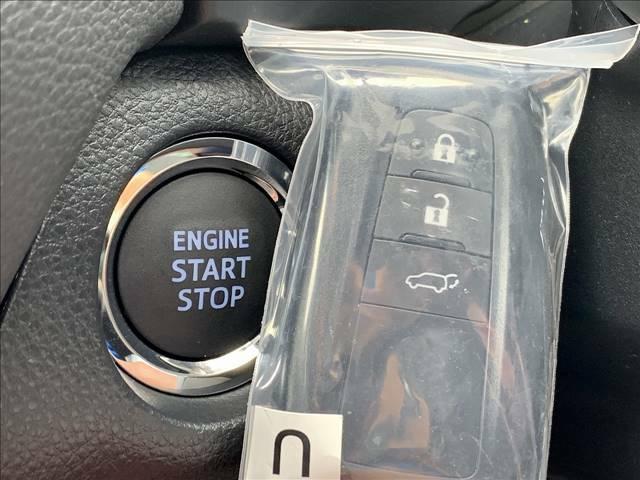 キーを身につけている状態なら、ドアに付いているスイッチを押すだけで、ドアロックの開閉ができる機能。また、鍵穴にキーを差し込むことなくエンジンの始動ができるため、出発がとってもスムーズですよ。