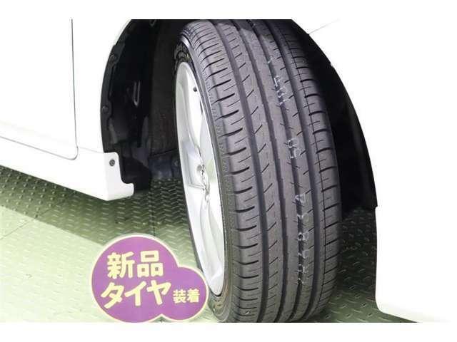 タイヤサイズ 215/45R17【タイヤ4本新品に交換してあります】精度が高く、走行安定性、デザイン性ともに優れた純正アルミホイールを装着しています。