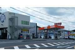 国道45号線沿い、エネオスのガソリンスタンドが目印です。