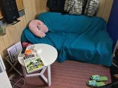 小さな事務所ですが、ゆったりとしたソファーでゆっくりとご商談