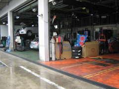 東北陸運局指定整備工場完備!板金・塗装・整備もお任せ下さい.