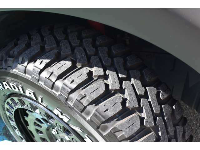 タイヤの山も4本共に8分山以上残っております。安心してお使いいただけます。