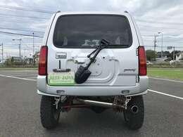 背面タイヤレスのスタイルになります。背面タイヤ移設キットを付ければ、背面タイヤの装着も可能です。