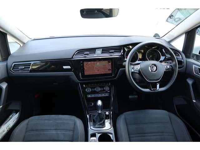 高い機能性と、「いいもの感」を実感できるクオリティが、高い次元で融合しているのがVW車のインテリア。質感は、素材のよさと精度の高さが織りなすもので、ドイツ車が伝統とする、ものづくりの精神を感じます。