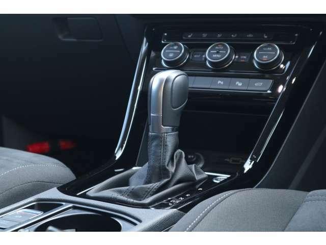 VWならではの技術。オートマティックのような滑らかなシフトチェンジが行え、スムーズな加速はもちろん、パワーロスが少なく、低燃費と力強い走りを実現しております!