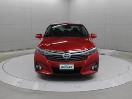 ほぼ車両の全幅をカバーするワイドサイズヘッドランプを採用し、精悍で前を見据えるような鋭い目つきのデザインにする等、先進的かつ高級感を付与したデザインです。