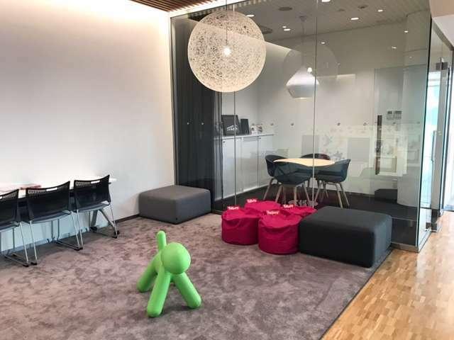 ボルボカー神戸、1階ショールームにはキッズスペースございます。