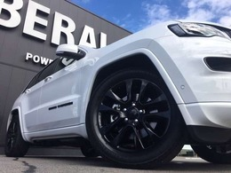 LIBERALA長野ではドイツプレミアム御三家のBMW、M・ベンツ、Audiをメインとしてオールジャンルの輸入車を数多く取り揃えております。貴方にぴったりの1台を新しい驚きと発見と共にご提供致します。