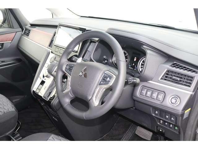 落ち付いたデザインのインテリア♪充実した装備で快適なドライブをお楽しみください♪