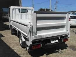 車両外寸、長さ469cm、幅169cm、高さ199cm。 車両総重量3365kg  4ナンバー小型貨物登録のトラックです。  現行普通免許運転可能車です。