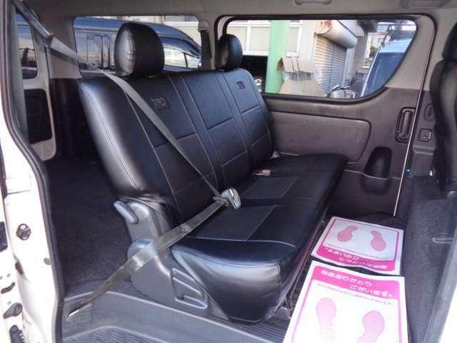 スーパーGLなら後席も快適!専用リクライニングシート・Wエアコン・両側スライドドアイージークローズ!リアシートベルト標準装備で同乗者も安心です!後席モニターも格安にて承ります!