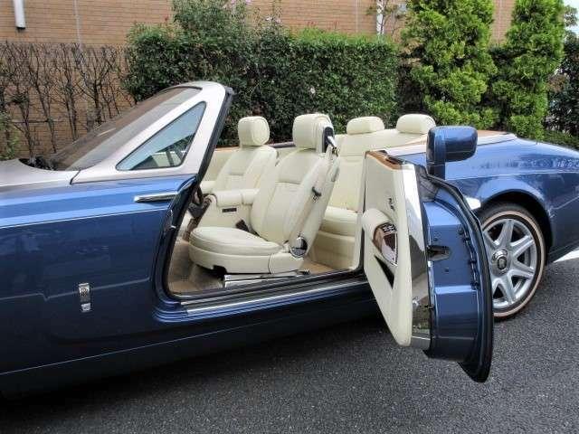 開口部が広いので後席へのアクセスもしやすいのが特徴です