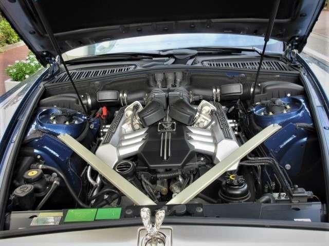 6700ccV型12気筒エンジンが滑らか且つ、どこからでもスムーズな加速を実現します