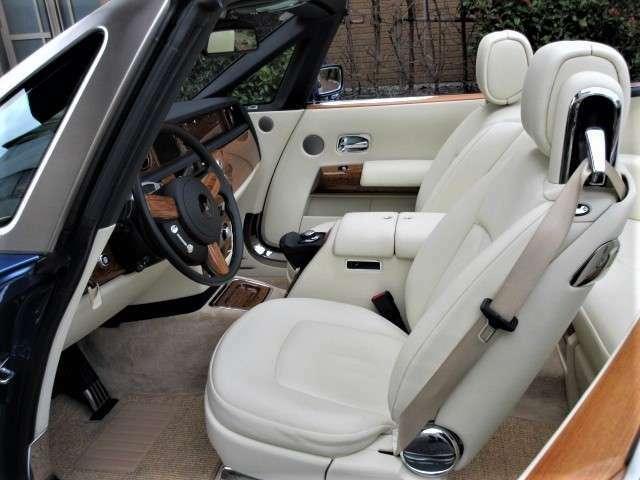 ドロップヘッドクーペは是非、ご自身で運転して頂きたいお車です