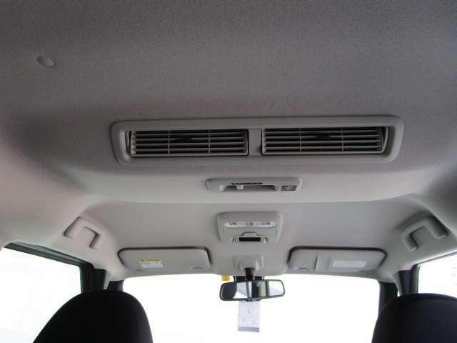 リヤサーキュレーターは車内の空気を循環させ、エアコンの効率を上げます。