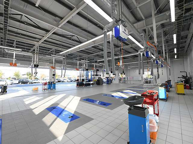Bプラン画像:綺麗な整備工場に、最新の設備を完備。購入後のアフターフォローもお任せください♪